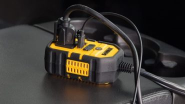 DEWALT DXAEPI140 Power Inverter