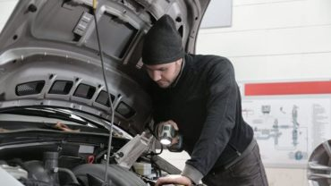 How to Avoid a Scam from Car Mechanics