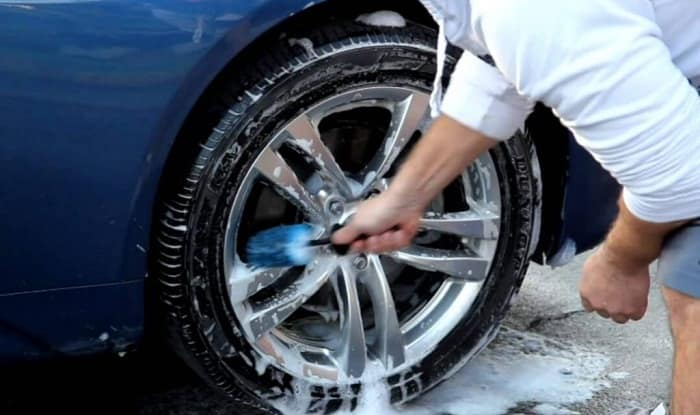 How to Clean Your Car Tire
